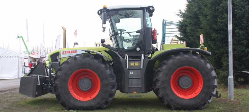 Claas Xerion 3800 Side View