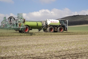 The SGT Saddletrac making light work of spreading digestate in Marlborough 2013