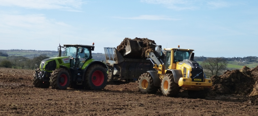 Loading muck spreader
